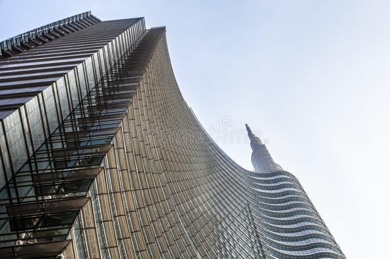 MILAN ITALIEN 4 MAJ 2019 Unicredit skyskrapatorn i det Porta Nuova området nära Porta Garibaldi arkivfoton