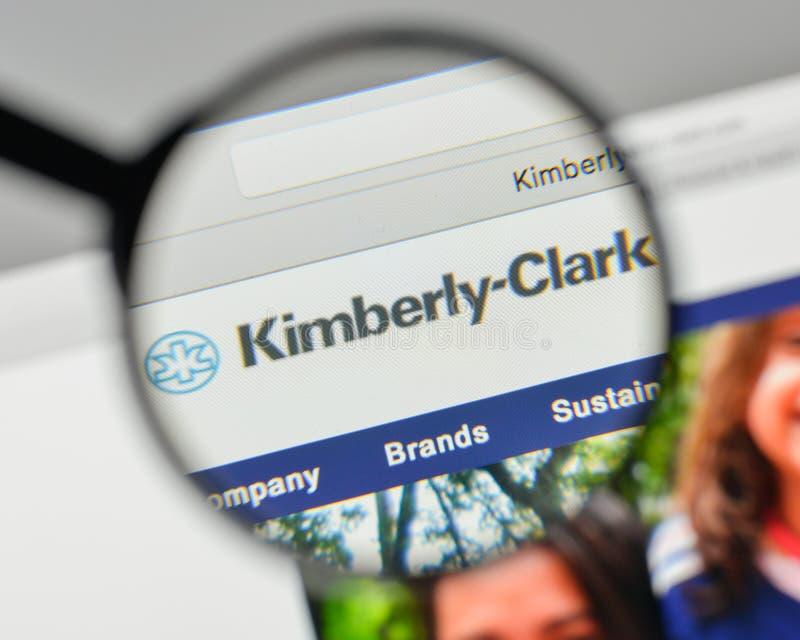 Milan Italien - November 1, 2017: Kimberly-Clark logo på rengöringsdukarna arkivfoto