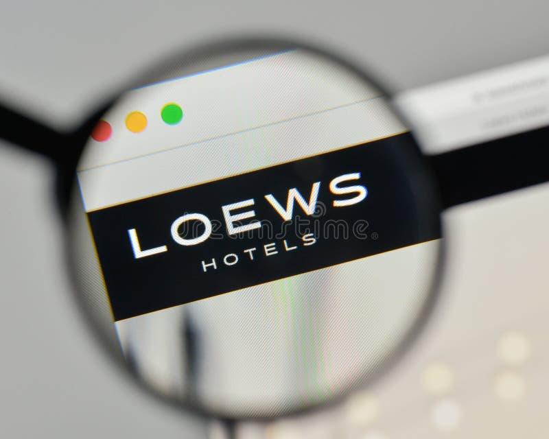Milan Italien - November 1, 2017: Loews logo på websitehomepen royaltyfri bild