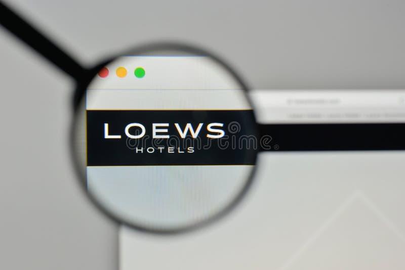 Milan Italien - November 1, 2017: Loews logo på websitehomepen fotografering för bildbyråer