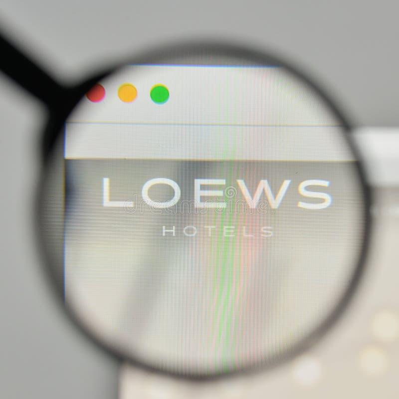 Milan Italien - November 1, 2017: Loews logo på websitehomepen royaltyfri fotografi