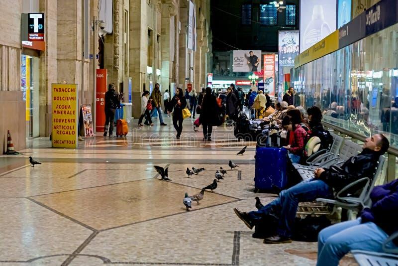 Milan Italien - Oktober 19th, 2015: Milan Central järnvägsstation Milan Central Station i italienare, Stazione Centrale diMilano  royaltyfri fotografi
