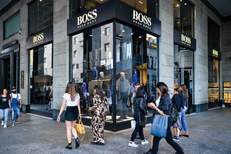 Milan Italien - September 24, 2017: Hugo Boss lager i Milan Fa royaltyfria bilder