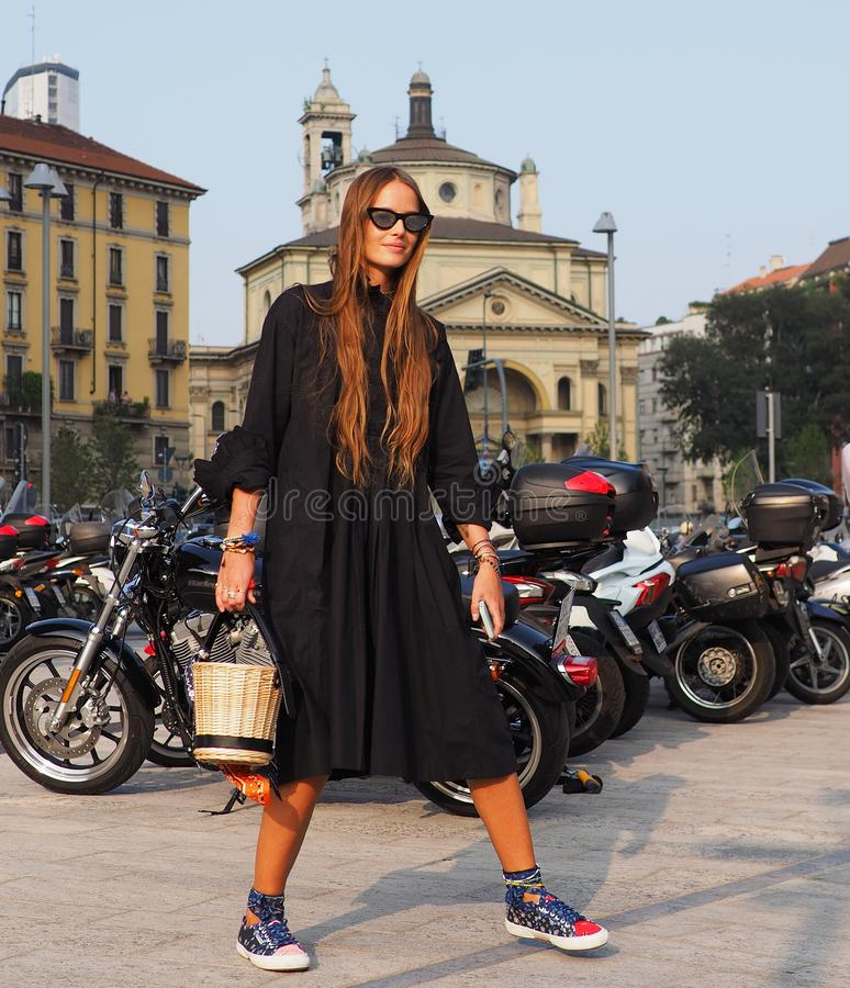 MILAN, Italy: 19 september 2018: Fashion blogger street style outfit royalty free stock photography