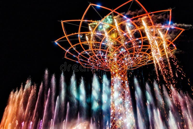 MILAN/ITALY - SEPTEMBER 20: Träd av liv på expon i Milan Italy fotografering för bildbyråer