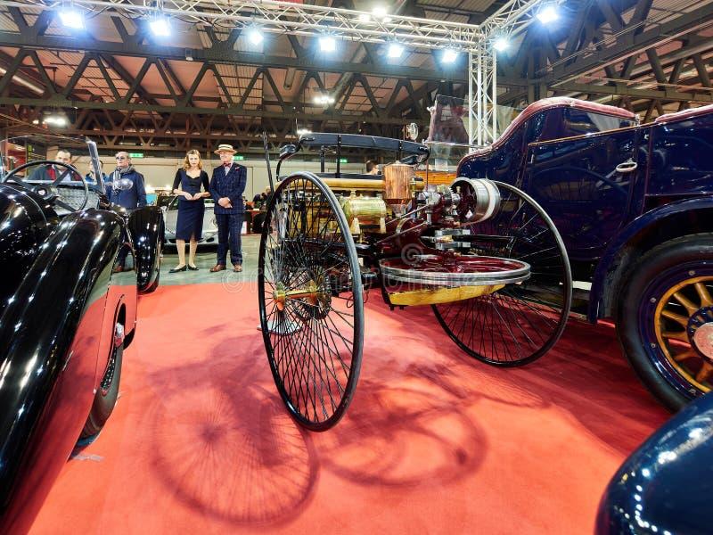 Milan, Lombardie Italie - 23 novembre 2018 - vue 1886 horizontale d'arrière de Benz Patent Motor Wagen Replica chez Autoclassica  images libres de droits