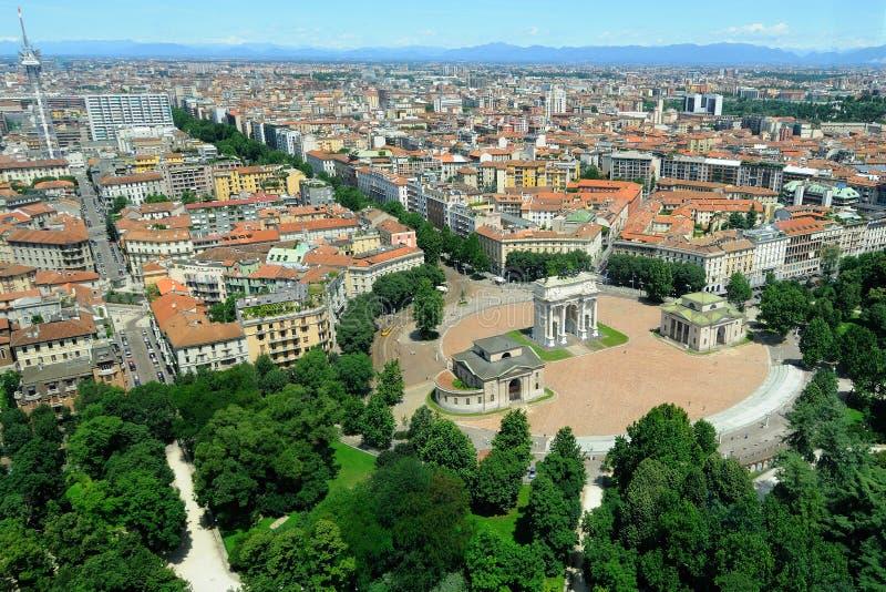 Milan - panorama e Arco della Pace stock photo