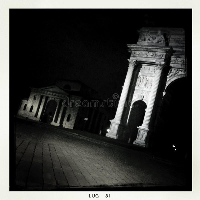 Milan par nuit - mobile photos stock