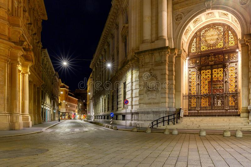 milan Rua velha na noite fotografia de stock royalty free