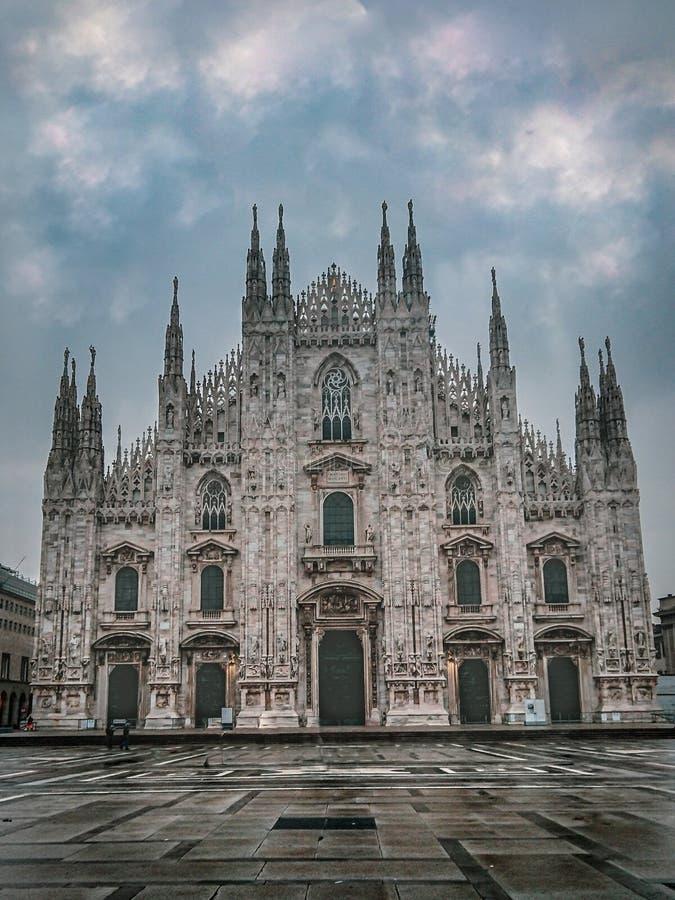 Milan& x27; s-domkyrka, Lombardy, Italien royaltyfria bilder