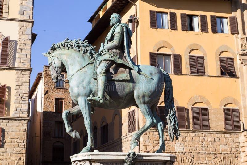 Milan StreetRiding una statua bronzea, Cosimo S fotografia stock