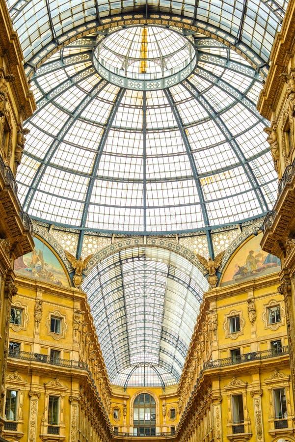 Milan Vittorio Emanuele II stads- galleri, italiensk arkitektur. royaltyfri foto