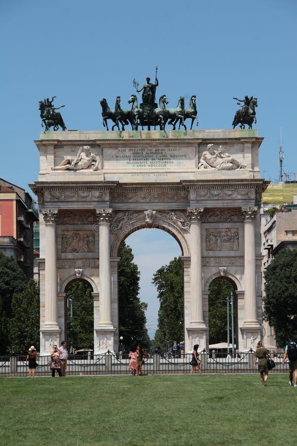 Milano - arco de la paz imagen de archivo