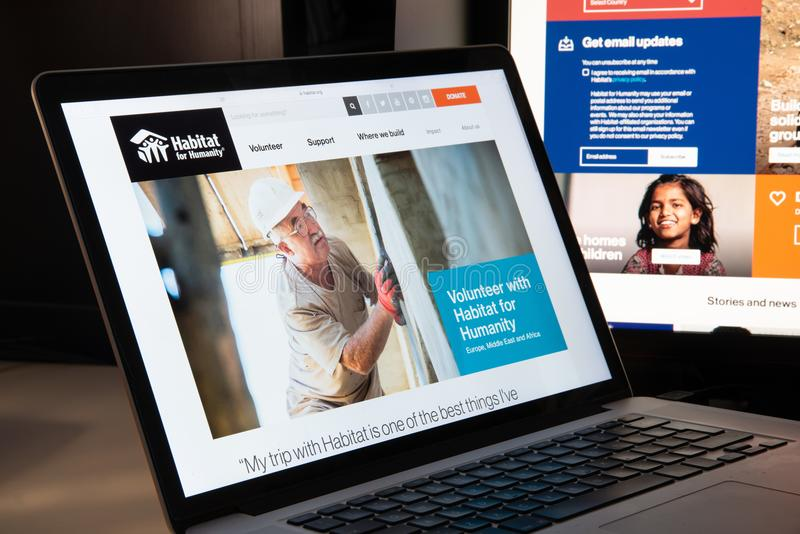 Milano, Italia - 15 agosto 2018: Habitat per il sito Web di ONG di umanità immagini stock