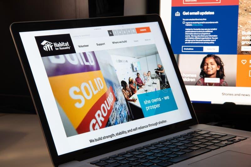 Milano, Italia - 15 agosto 2018: Habitat per il sito Web di ONG di umanità fotografie stock