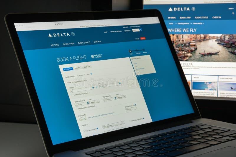 Milano, Italia - 10 agosto 2017: Homepage del sito Web di delta È a immagine stock libera da diritti