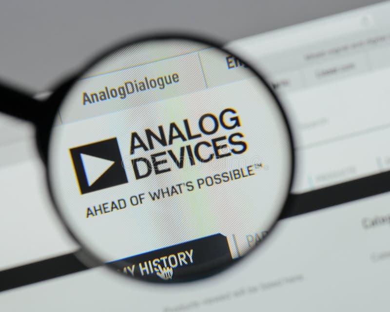 Milano, Italia - 10 agosto 2017: Logo di Analog Devices sul websi immagine stock