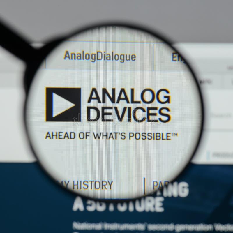 Milano, Italia - 10 agosto 2017: Logo di Analog Devices sul websi immagine stock libera da diritti