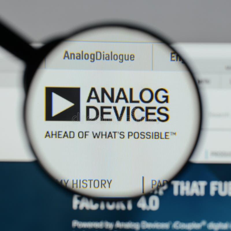 Milano, Italia - 10 agosto 2017: Logo di Analog Devices sul websi fotografia stock libera da diritti