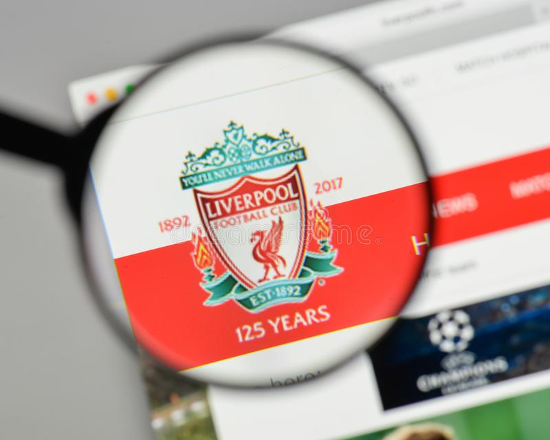 Milano, Italia - 10 agosto 2017: Logo di FC Liverpool sul sito Web fotografia stock