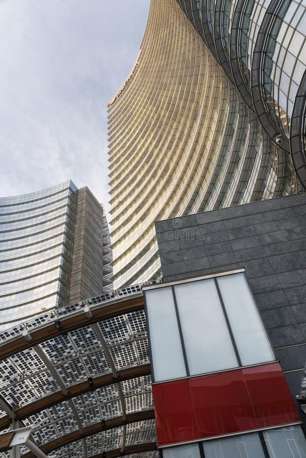 Milano (Italia): costruzioni moderne nel quadrato di Aulenti fotografia stock libera da diritti