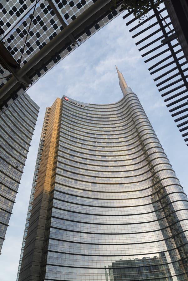 Milano (Italia): costruzioni moderne nel quadrato di Aulenti fotografia stock