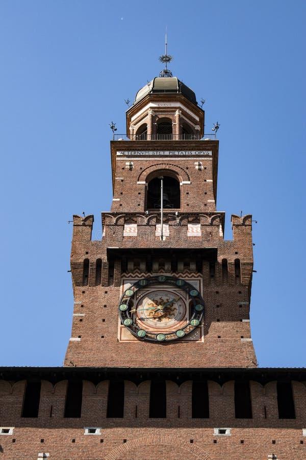 Milano, Italia, Europa, castello di Sforza, Castello Sforzesco, Torre del Filarete, torre, orologio, portone, Visconti, Parco Sem immagini stock