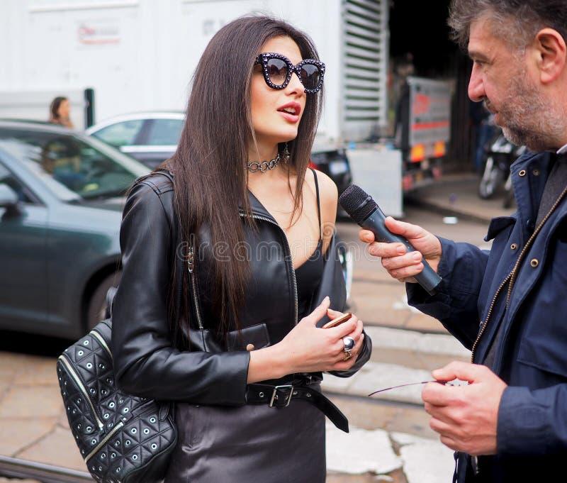 MILANO, Italia: 23 febbraio 2019: Attrezzatura di stile della via di Sara Fasano di blogger di modo immagine stock libera da diritti