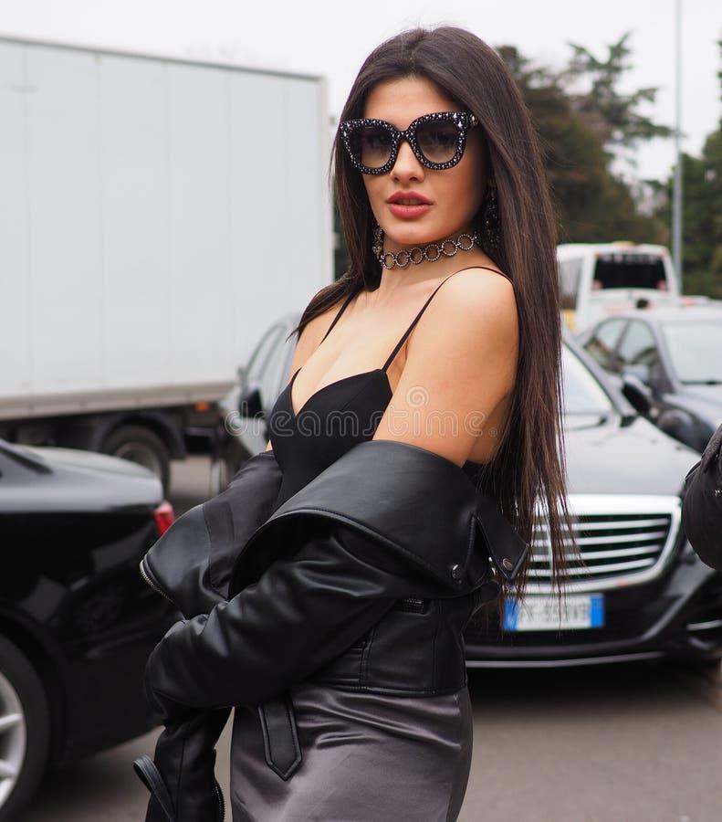 MILANO, Italia: 23 febbraio 2019: Attrezzatura di stile della via di Sara Fasano di blogger di modo fotografia stock