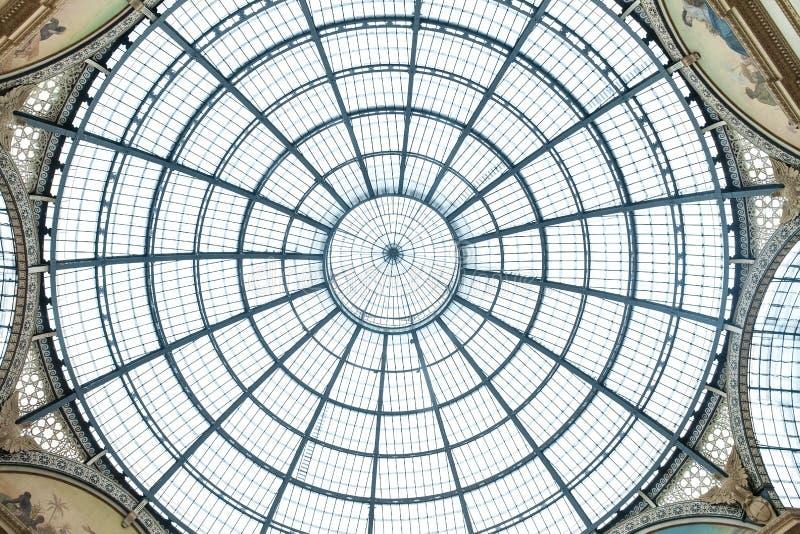 MILANO, ITALIA - 8 GIUGNO 2016: Cupola di vetro della galleria Vittorio immagine stock