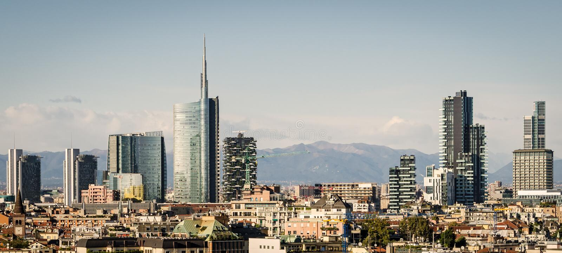 Milano (Italia), horizonte imagenes de archivo