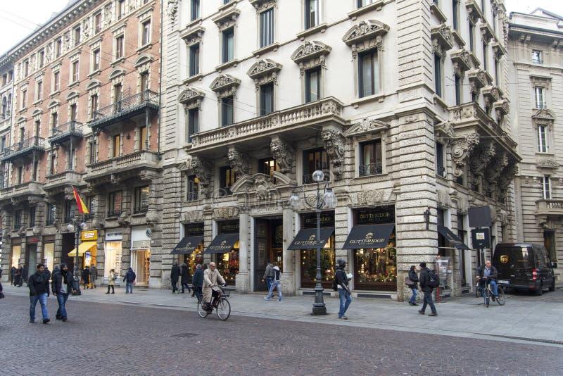 Milano, Italia, il 23 novembre 2017 Parte centrale di Milano, negozio di Gutteridge immagini stock