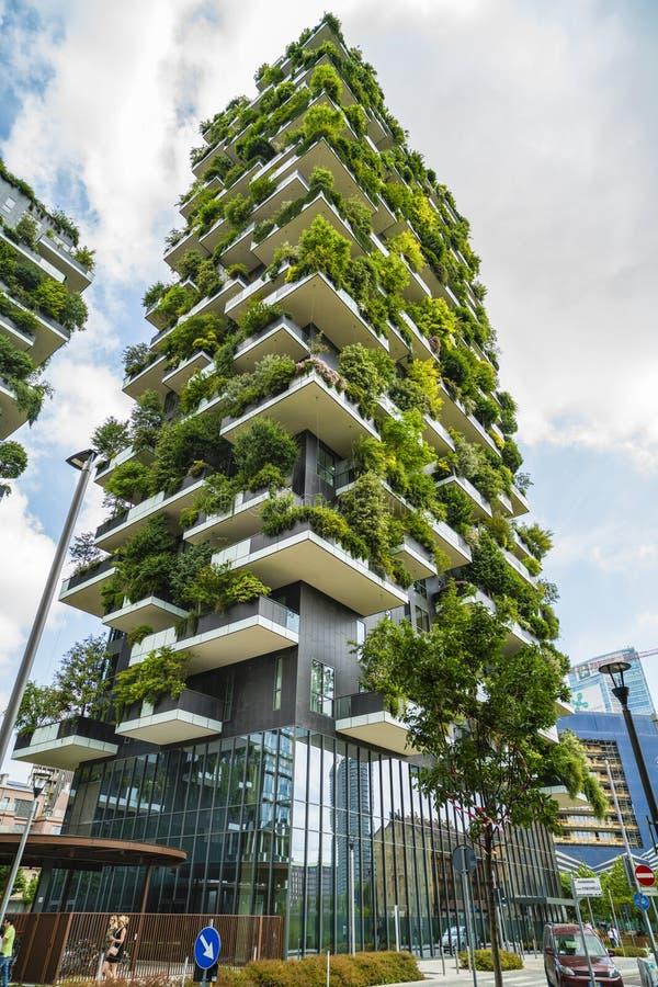 Milano italia 28 maggio 2017 bosco verticale vertical for Giardino verticale