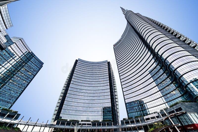 Milano, Italia - 2 novembre 2018: Quadrato di Gael Aulenti, con i tum fotografia stock libera da diritti