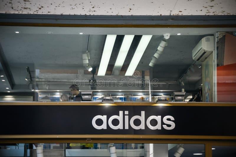 Milano, Italia - 24 settembre 2016: Adidas immagazzina a Milano immagini stock
