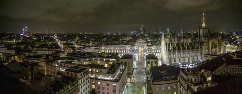 Milano Italien - 08 31 2018: Duomodi Milano - galleria Vittorio Emanuele, flyg- sikt - natt arkivbilder
