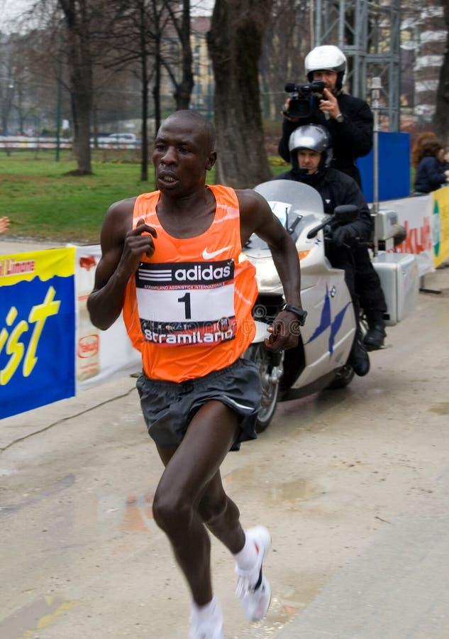 Milano - medio ganador del maratón de Stramilano 2010 imagen de archivo