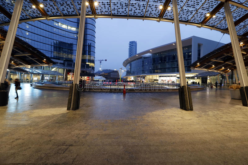 Milano, Milano, vista delle scarse visibilità del quadrato di aulenti di Gael fotografie stock