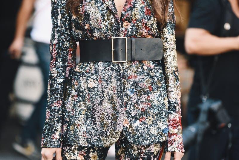 Milano mody tydzień - ulica stylowy MFWSS19 zdjęcie royalty free