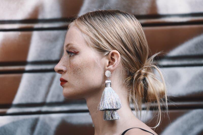 Milano mody tydzień - ulica stylowy MFWSS19 obraz stock