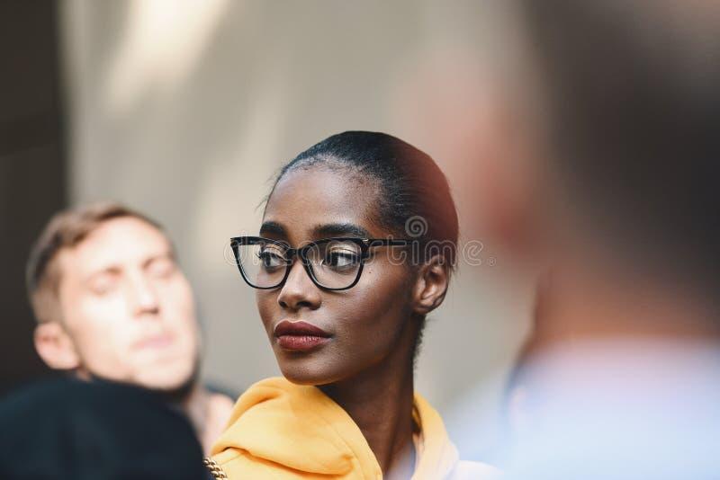 Milano mody tydzień - ulica stylowy MFWSS19 zdjęcia stock