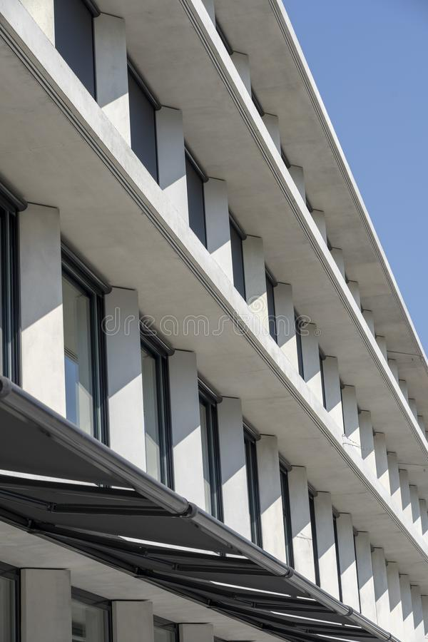 Milano, palazzo di Feltrinelli immagini stock