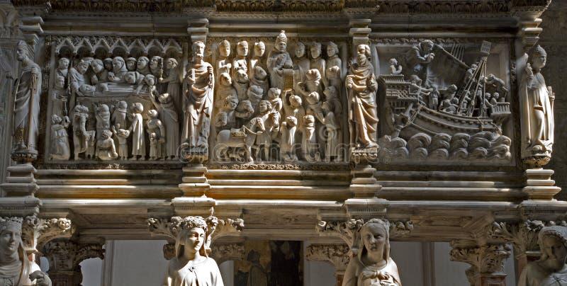 Milano - particolare di rilievo dal Arca S. Pietro fotografie stock libere da diritti