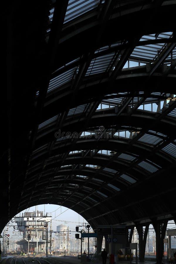 Milano, stazione centrale 12/22/2016 Galleria ed infrastruttura fotografia stock