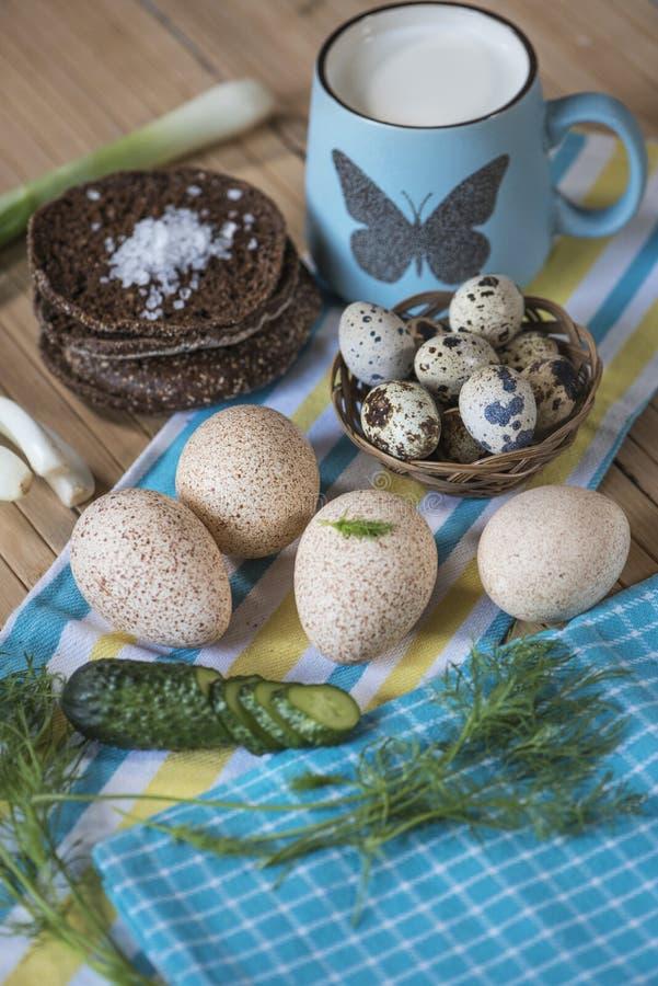 Milch, Brot, Eier lizenzfreies stockfoto