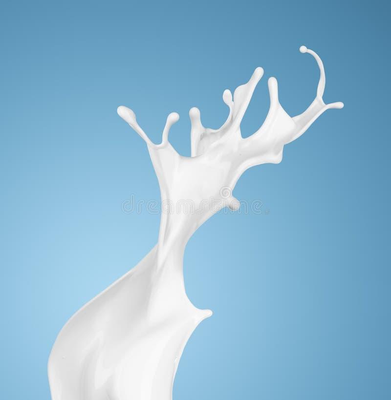 Milch oder weißes flüssiges Spritzen auf blauem Hintergrund lizenzfreie stockfotografie