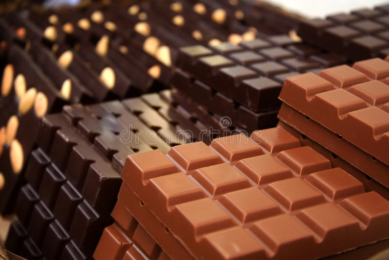 Milch und dunkle Schokolade lizenzfreies stockfoto