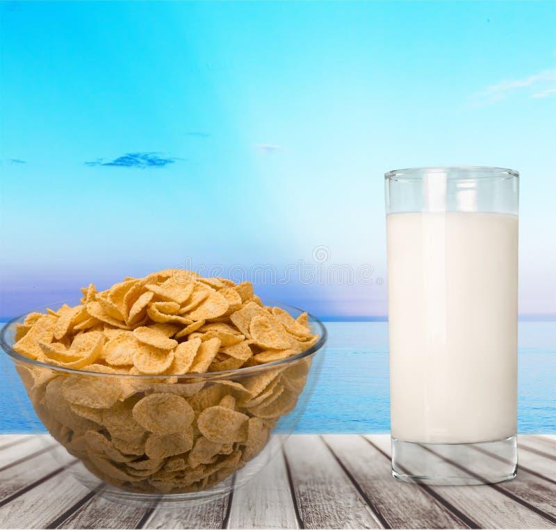 Milch und muesli stockfotografie