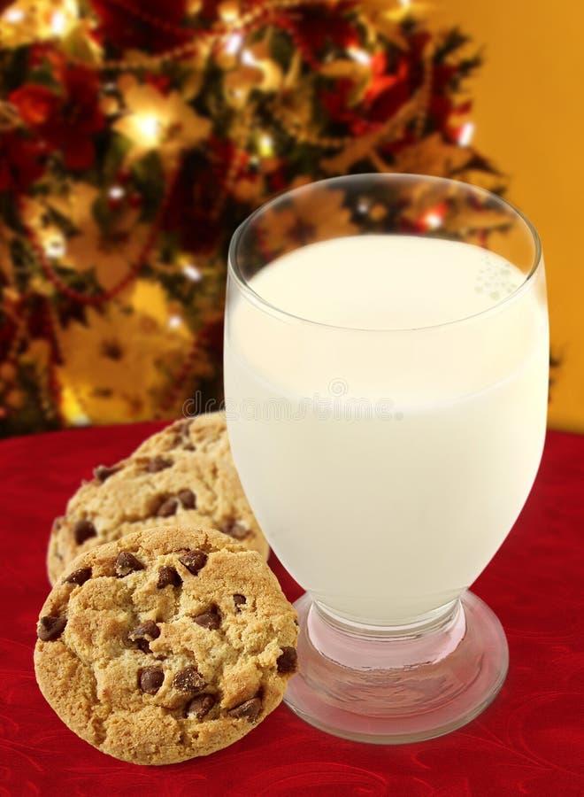 Milch und Plätzchen für Sankt stockbilder