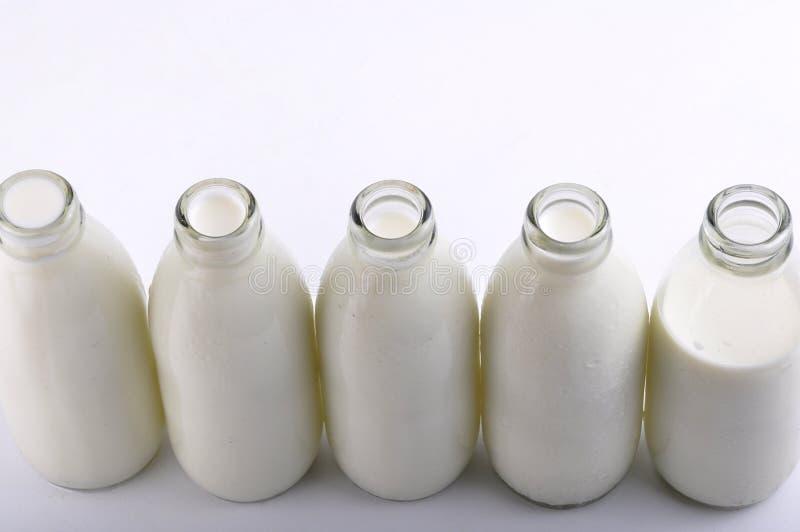 Milchflasche lizenzfreie stockbilder